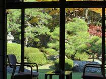 館内から眺める庭園は、時がゆっくりと流れるような穏やかさを感じさせてくれます