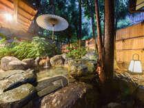 【露天風呂(殿方用)】 こじんまりとしておりますが、岩風呂の露天風呂もございます。