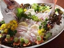 【活造り】活造りは、鯛・ヒラメ・スズキなど旬のお魚をオプションにてご用意致します。