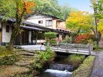 紅葉が色つく秋の軽井沢