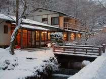 静寂の中に佇む小瀬温泉ホテル。
