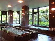 【天然温泉 大浴場】ジェット風呂や気泡風呂など6種と2つのサウナ完備、川西最大級のお風呂です!
