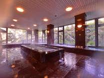 *大浴場(女湯)/ゆったり広々とした大浴場。窓から差し込む光とともに気の休まるひと時を。