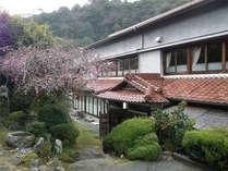 <外観>名古屋より車で1時間♪気軽に白鷺温泉が楽しめる当館。ご出張や観光旅行にいかがでしょうか。