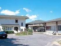 ■外観■西郷港、隠岐空港から車で30分。海を望む最高のロケーションに佇むホテル。