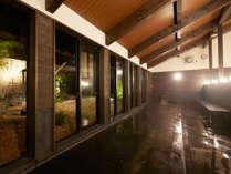 ★伊王島「島風の湯」 内湯:窓の外には庭園風呂。ゆったり足を伸ばしてリラックス