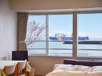 *【部屋/洋室ツイン】お時間によっては、お部屋から駿河湾フェリーが間近にご覧いただけます!