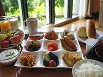 朝食はバイキングになります(人数によって変更する場合がございます)