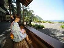 ■萩の癒しスポット『菊ヶ浜一望☆足湯』/潮風を感じながら、足湯でゆったり寛げます