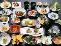 「愛合膳」。二人で2種類の料理が全22品味わえる(一例)