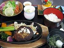 見蘭牛ハンバーグステーキ・野菜サラダ・茶碗蒸し・季節の炊き込み御飯など全6品の定食(一例)