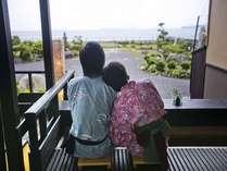 ■萩の癒しスポット『菊ヶ浜一望☆足湯』/二人で仲良く波音・潮風を感じながらゆったり