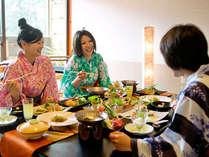 ■夕食・部屋食のイメージ/大切な仲間と会話もはずむお食事