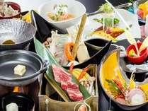 季節会席/鯛しゃぶ・黒毛和牛ロース・ふぐタタキ15枚付など盛込んだ会席料理(一例)