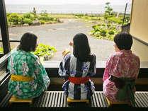 ■萩の癒しスポット『菊ヶ浜一望☆足湯』/菊ヶ浜を見渡し、潮風を感じながら、ゆったり寛げます