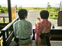 ■萩の癒しスポット『菊ヶ浜一望☆足湯』/菊ヶ浜の情景に癒されながら、二人だけのひとときを