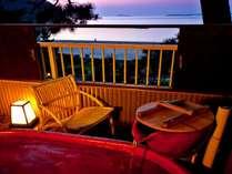 ●【こすもす】露天風呂付客室(イメージ・部屋の確約は不可)真っ赤な陶器風呂。海を見ながら癒されるひと時