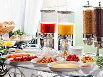 ご朝食は洋食のブッフェスタイルでお楽しみください。