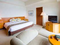 『レイクビューダブル』 ゆったりとしたキングサイズのベッドです。