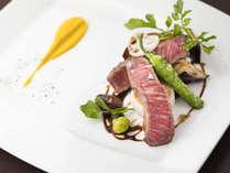 【ディナー】メイン「国産牛フィレ 秋の吹き寄せ風 バルサミコソース」