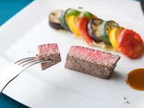 【ディナー】メイン「国産牛フィレ肉 重ね合わせた南仏野菜添え」