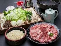 """◆すき焼き◆柔らかいお肉・野菜・うどんも付いた、好評の食事です"""""""