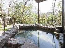 """露天風呂では四季折々の風情をお楽しみくださいませ"""""""