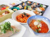 【夕食ブッフェ】秋鮭イクラ丼・斜里産小麦の日替わりパスタをご用意しています。