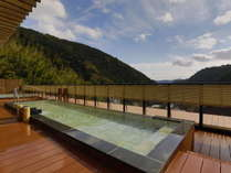 ◆リニューアル◆最上階の自慢の展望露天風呂「大空」。季節ごとの山並みと空の風景が圧巻です。