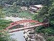 木曽川にかかる棧を望む温泉旅館