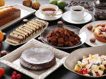 朝食料理一例(パティスリー・ルシオル特製スイーツ)