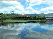 ★広い和風庭園に囲まれた閑静な温泉宿です。明治17年創業、純和風の木造二階建て!格別な風情です。