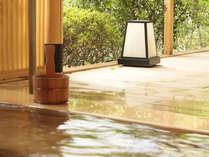 【森の出で湯】で風や木々のおとをBGMに、ゆったり気分で温泉を