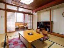 8畳の和室です。客室は全室ウォシュレット仕様と化粧台を完備