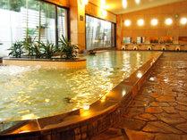 大浴場【豐壽の湯(ほうじゅのゆ)】壱の湯。無色透明な自家源泉のラジウム温泉。疲労回復や美肌効果も♪