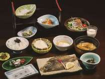 【朝食】焼き魚、小鉢、特製ざる豆腐など☆(一例)