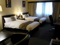 ■客室:デラックスツインルーム・34平米/ベッド幅は120cm幅セミダブルベッドが2台