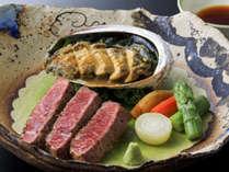 贅沢にお肉とあわびが1皿に!