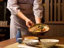 料理長がこだわりぬいた月替わりの会席料理をご堪能ください。