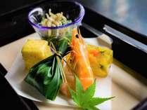 夏のお献立一例(口代わり)海老オリーブオイル煮・白身魚コーンムース