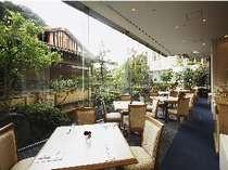 趣のある日本庭園を眺めながら・・・すがすがしい気分で朝食を♪
