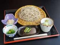 のどごしがよくて、ツユはすっきり辛め。このお蕎麦は当宿の誇りです。