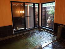 *24時間入浴可能!美人の湯と呼ばれる温泉で、疲れをリフレッシュ。