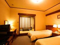 ツイン+和室8畳の和洋室。