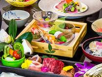 季節の食材で彩られた和風創作会席でおもてなし。