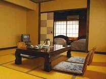 おまかせ和洋室の一例です。ツインのベッドと和室部分はふすまで仕切れます♪