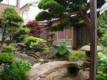 緑が心地よい中庭♪お部屋から望める場合もございます♪