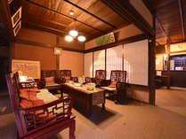 *ロビー/古民家をベースにリノベーションした当館。落ち着いた雰囲気の隠れ宿で寛ぎのひと時を。
