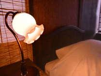 *ゆったり落ち着いた雰囲気の客室。安眠の夜をお過ごし下さい。