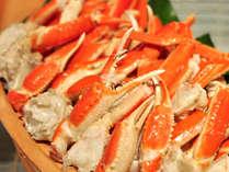 バイキング会場では、釜揚げズワイ蟹が食べ放題!揚げたて天麩羅やお造りもお見逃しなく。